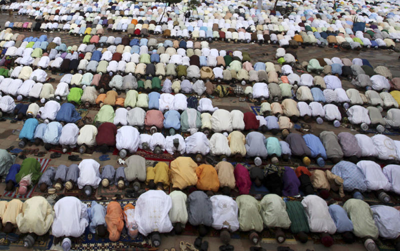 Reuters: Muslims pray at the Kofar Mata central mosque to mark the end of the holy month of Ramadan in Nigeria's northern city of Kano